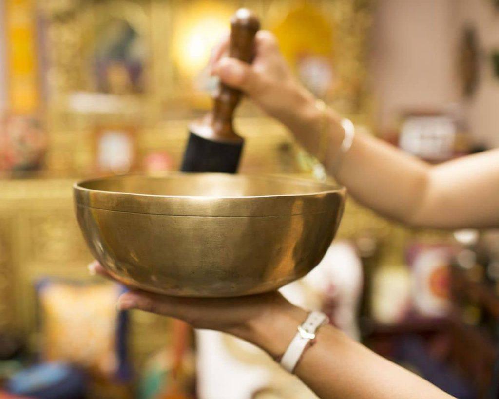 مراحل پاکسازی خانه یا محیط با کاسه تبتی یا کاسه آوازه خوان چگونه است؟: